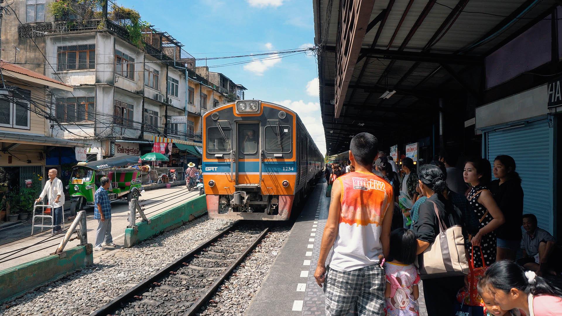 Wongwian Yai Bahnhof in Bangkok