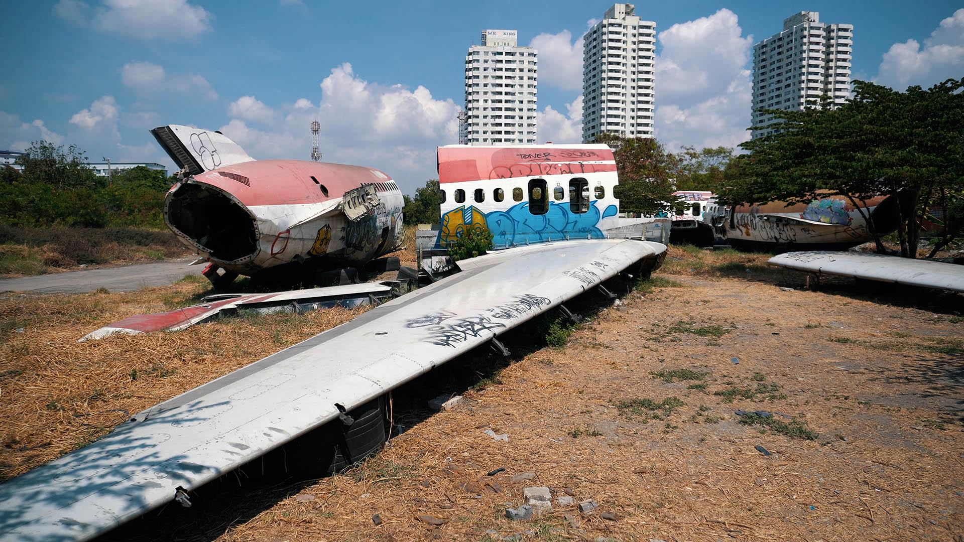 Wracks am Flugzeugfriedhof in Bangkok