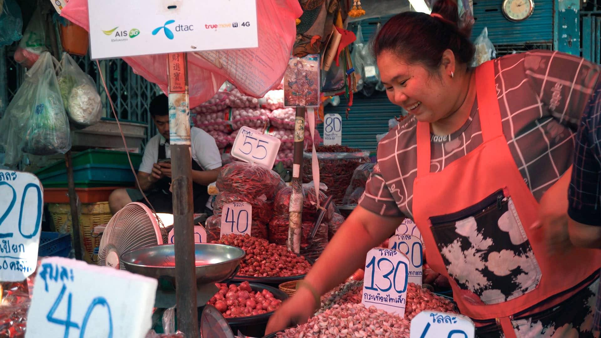 Verkäuferin am Khlong Toey Market